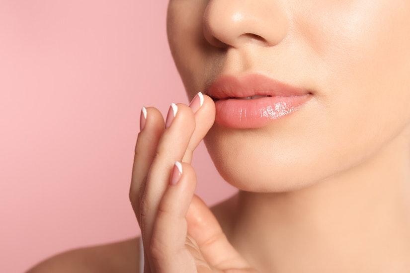 lipstik untuk melembapkan bibir